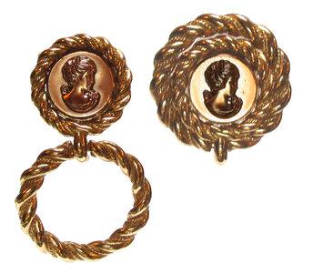 Ohrsschmuck mit Doppelfunktion, kann kurz oder lang getragen werden - Acryl-Gemme golden